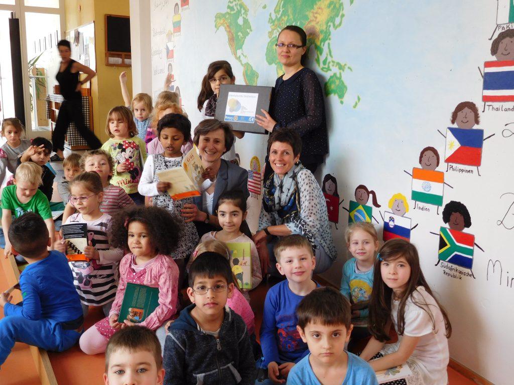 Die Kinder des Evangelischen Käthe-Luther-Kinderhauses in Singen haben eine Interkulturelle Bücherbox erhalten, 31. März 2016. Foto: Pill Mayer Stiftung
